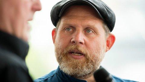 MISTET FAREN: I en ny podkast-episode forteller Truls Svendsen at han måtte haste til Tromsø for å si farvel til faren sin.