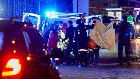 OMKOM: Politiet pågrep fredag kveld en mann i forbindelse med en knivstikking på en privatadresse i Elverum. Mannen døde av fallskader.