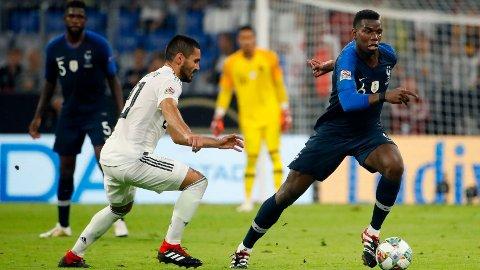 Manchester City-stjernen Ilkay Gundogan er ventet å starte for Tyskland i kveldens privatlandskamp mot Tsjekkia. Her er vi Gundogan i duell med Franrikes Paul Pogba i en Nations League-kamp i 2018.