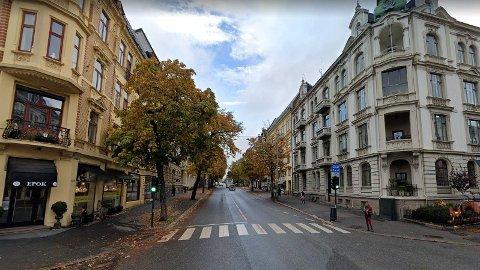 Under et nachspiel i en leilighet på Oslos vestkant, ble en ung kvinne voldtatt mens hun sov ut rusen på soverommet.