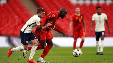 Belgia's Romelu Lukaku i duell med Englands Keiran Tripper i Nations League-kampen mellom England og Belgia i oktober. I kveld er det duket for nye dueller når Belgia tar imot England i gruppe 2.