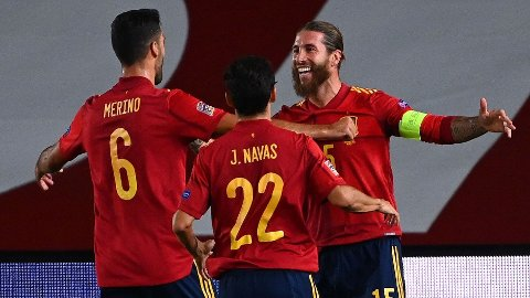 Sergio Ramos (t.h.) er en legende i Real Madrid, men før han reiste til den spanske hovedstaden spilte midtstopperen for Sevilla. I kveld er han tilbake på sin gamle hjemmebane.