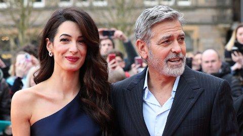 GAVMILD: I 2013 ga George Clooney 14 av sine nærmeste venner én million dollar hver. Her med kona Amal.