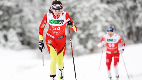 HENTET INN: Ved 2,5 kilometer var Therese Johaug i ferd med å hente inn Heidi Weng, til tross for at hun startet 30 sekunder senere.