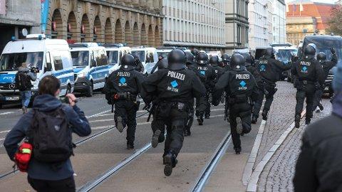 HØYREEKSTREM: Ti nye politifolk er suspendert i Tyskland, anklaget for å ha høyreekstreme holdninger. Illustrasjonsbilde av tysk politi.