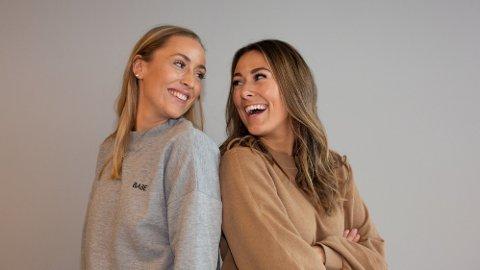 Julie Solberg (26) og Rikke Monsen (30) er podkast-duoen Schendis, som fløy oppover listene da Leah Isadora Behn (15) var gjest.