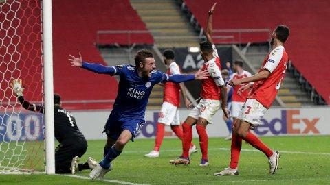 Jamie Vardy jubler etter å ha satt inn målet som sendte Leicester til cupspillet i europaligaen. Det ble 3-3 mot Braga etter et overtidsdrama. Foto: Luis Vieira, AP / NTB