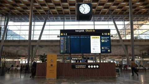 STILLE I AVGANGSHALLEN: Passasjertallet på Oslo lufthavn Gardermoen har i det siste ligget på rundt 15 prosent av hva det var før koronapandemien brøt ut