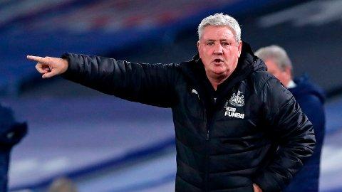 Steve Bruce får ikke lede Newcastle i kamp kommende fredag.