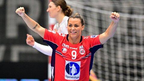 Nora Mørk jubler etter scoring treningskampen mellom Danmark og Norge i Vejle i forkant av EM. Foto: Bo Amstrup / NTB