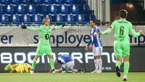 Kristiansunds Olaus Skarsem jubler etter 0-1 målet mot Sarpsborg 08.