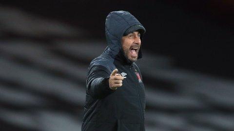 Dundalk-manager Filippo Giovagnoli får ikke lede Dundalk mot Molde. Han mangler Uefa Pro-lisensen.