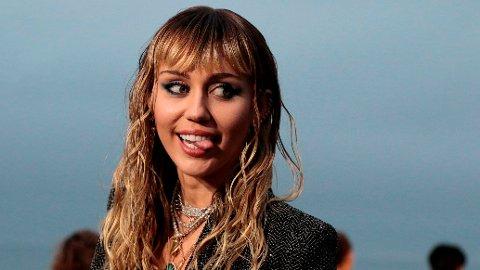 SINGEL: Miley Cyrus har funnet alternative måter å date på under koronapandemien.