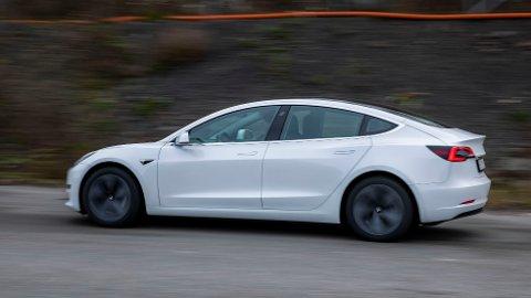 Det er registrert over 16.000 Tesla 3 i Norge. En rimeligere batteripakke på enkelte biler på vei til oss er ikke spesielt gode egnet for norske forhold, melder flere aviser.