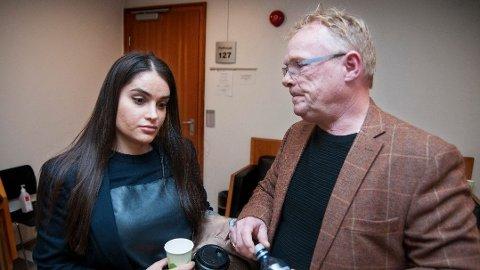 I RETTEN: Bahareh Letnes og Per Sandberg forklarte seg i Oslo tingrett tirsdag ettermiddag. Her står en 30-årig mann tiltalt for å drapstruet paret i januar i år. Foto: Jørn Normann Pedersen
