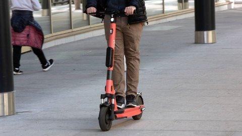 Elsparkesyklene skal nå få regelverk, håper Samferdselsdepartementet.