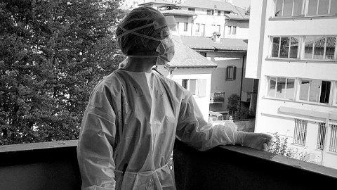 DRO TIL FRONTLINJEN: Sykepleier Linn Myhrstad dro til Italia da koronaviruset herjet som verst.