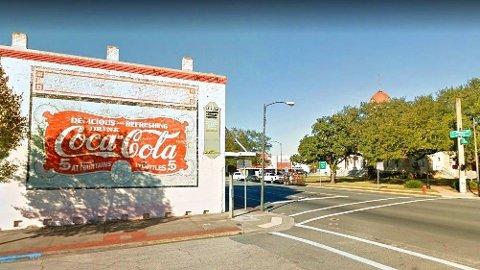 I sentrum av byen Quincy i Florida hedrer man brusen Coca-Cola – med god grunn.