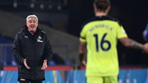 Steve Bruce og hans Newcastle er i aksjon igjen lørdag etter en liten ufrivillig koronapause.