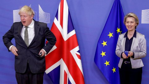 EU-kommisjonens president Ursula von der Leyen tok imot Storbritannias statsminister Boris Johnson i EU-hovedkvarteret i Brussel onsdag.