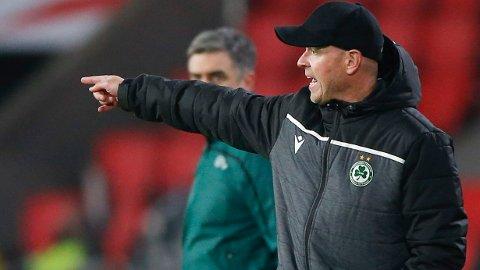 Henning Berg ogOmonia tapte 0-4 mot PSV torsdag. Nå er det kypriotiske laget ute av Europa League, og da kan de konsentrere seg om å vinne den hjemlige ligaen igjen.