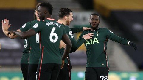 SCORING: Tanguy Ndombele kunne feire sammen med lagkameratene etter 1-0-scoringen.