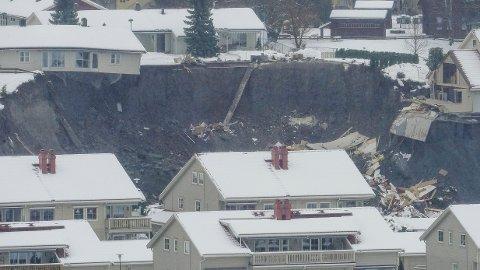 JORDRAS: Natt til onsdag gikk et større jord- og leirskred i Ask i Gjerdrum. Flere boliger er tatt av raset.
