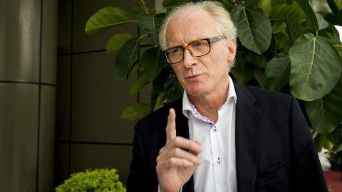 Kai Eide er en av Norges mest erfarne diplomater. Nå hyller han svenskenes hjelp i kampen mot koronaviruset.