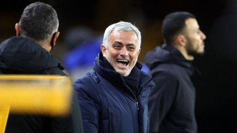 Jose Mourinho (midten) har vunnet alle fire kampene mot Marcelo Bielsa.