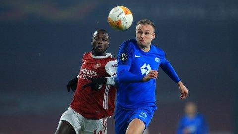 Arsenal's Nicolas Pepe og Stian Gregersen i en duell på Emirates i Europa League.