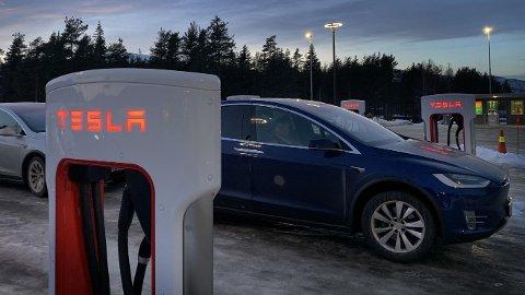 STORT BEHOV: Det er et mye større behov for flere hurtigladere i årene som kommer enn det tilgangen Teslas ladenettverk eventuelt vil gi, mener NAF. (Foto: NAF)