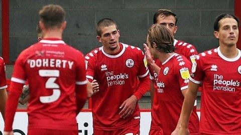 Max Watters (nummer to fra venstre) jubler sammen med lagkameratene etter å ha scoret motMorecambe.
