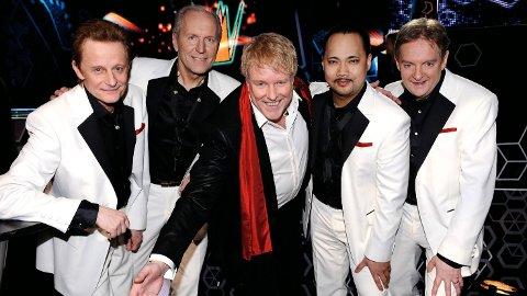 DØD: Thorleif Thorstensson (i midten) døde søndag. Her i forbindelse med Thorleifs lansering av albumet «Sweet Kissin' In The Moonlight» i 2009.