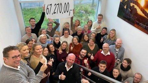 Rekorder står for fall. Amedia SMB har økt omsetningen med 30 prosent fra 2018, og omsatte for 67, 27 millioner i 2020. (NB! Bildet er tatt i forbindelse med en tidligere rekord, før korona, og tallet på plakaten er digitalt overskrevet med den nye rekorden).