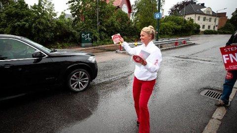 Cecilie Lyngby, her fra en demonstrasjon ved bommen i Middelthunsgate i 2019, og FNB har engasjert advokat for å se på lovligheten av mulige forbudssoner mot fossildrevne kjøretøy i Oslo.