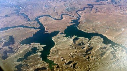 Så mange som 500 millioner mennesker kan bli rammet av ekstrem tørke i 2100, ifølge en ny studie. Her er Lake Powell på Colorado River, som har vært tørkerammet de siste årene. Illustrasjonsfoto: John Antczak / AP / NTB