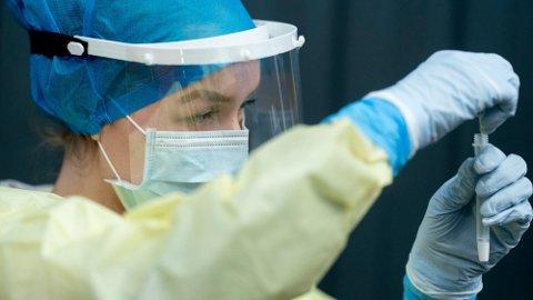 Nye studier avslører det sikreste symptomet på smitte av covid-19.