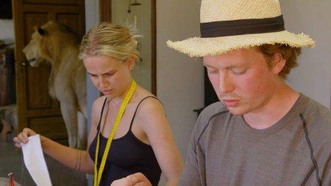 UENIGE: Det oppstår en lang diskusjon mellom de to «Farmen kjendis»-deltakerne under tirsdagens episode.