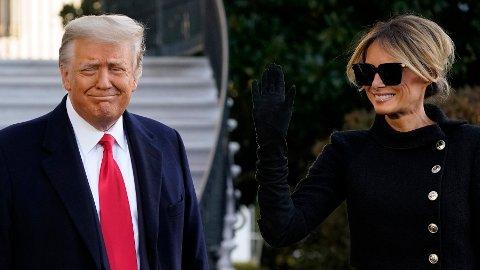 Donald Trump og Melania Trump tar farvel utenfor Det hvite hus.