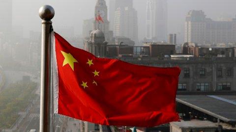 For at Twitter-kontoen til Kinas ambassade i Washington skal kunne gjenåpnes, må den aktuelle meldingen slettes. Illustrasjonsfoto: Andy Wong / AP / NTB