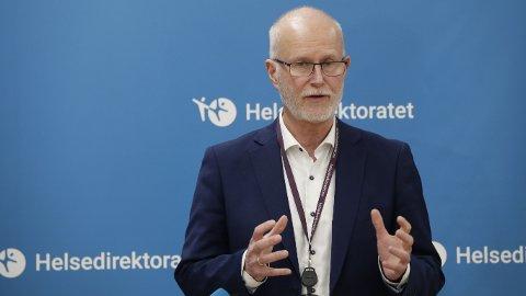 Helsedirektør Bjørn Guldvog sier det er viktig å slå ned utbruddet i Nordre Follo så fort som mulig.