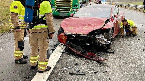 KRASJET: Denne Tesla-en hadde på autopiloten da den krasjet på E18 i november.