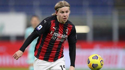 Lørdag er Jens Petter Hauge tilbake på benken hos Milan.