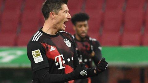 Ustoppelig Robert Lewandowski scoret sitt 22 seriemål for sesongen, da han ble matchvinner borte mot Augsburg onsdag kveld.