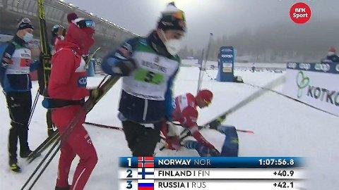 ILTER STEMNING: Aleksandr Bolsjunov kjørte ned Finlands Joni Mäki etter målpassering, og slo etter finnen med staven på et dramatisk oppløp.