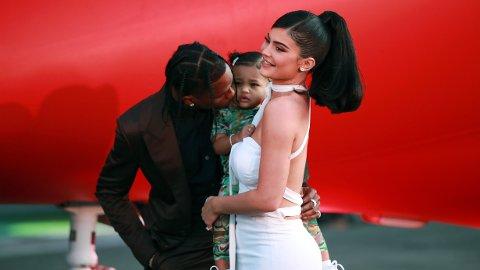 3 ÅR: Stormi Webster ble feiret med stor bursdagsfest arrangert av mamma Kylie Jenner tidligere denne uken. Her sammen med pappa, Travis Scott.