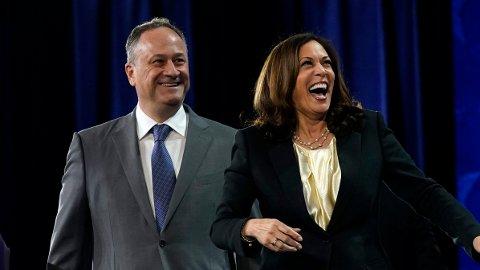 VISEPRESIDENT: Kamala Harris er historisk som USAs første kvinnelige visepresident. Her med ektemannen Douglas Emhoff.