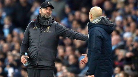 UENIGE: Jürgen Klopp og Pep Guardiola har allerede sørget for at temperaturen er høy foran storoppgjøret på søndag.