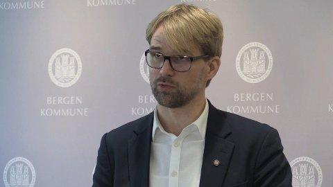 TRYKKER PÅ DEN RØDE KNAPPEN: Byrådsleder i Bergen, Roger Valhammer.