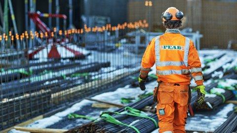 HØYEST LØNN: Entrepenørkjempen Peab på et byggeanlegg i Bærum, kommunen med høyest snittlønn i Norge.